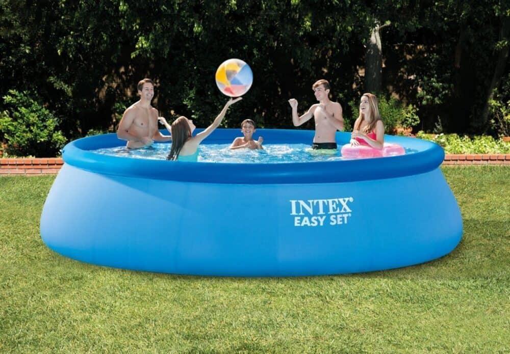 kerti medence a családnak