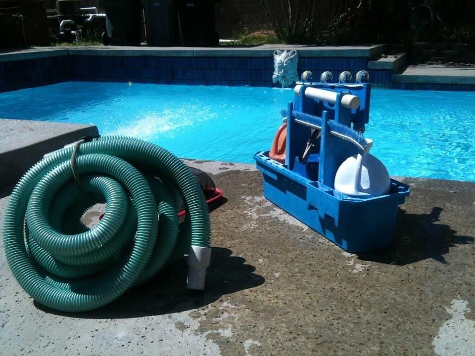 medence tisztítás eszközei