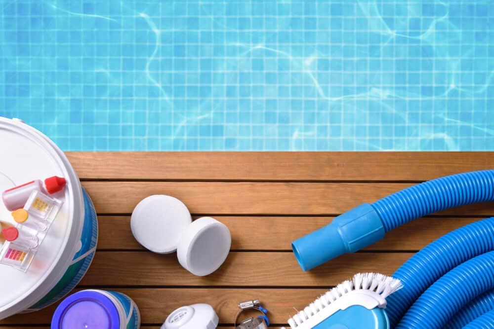 medence karbantartás eszközei