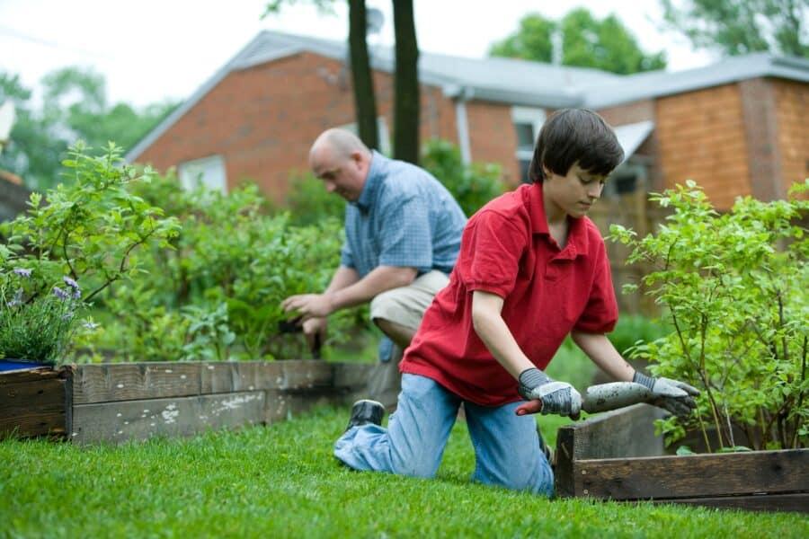 jó móka is lehet a kertészkedés együtt